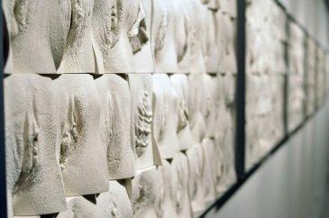 The great wall of vagina, de Jamie McCartney.