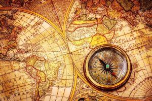 19982084-vintage-encore-la-vie-vintage-boussole-se-situe-sur-une-ancienne-carte-du-monde-banque-dimages