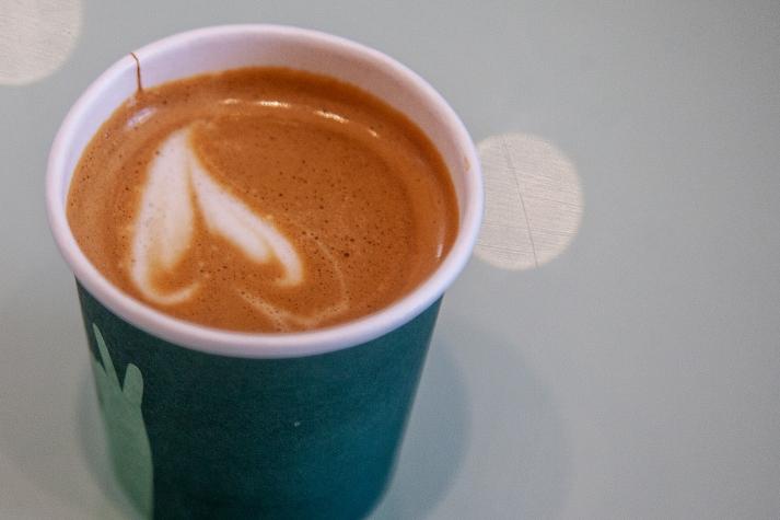 Pista et l'art de dessiner un clito complet dans un café - crédit photo > Martin Ruel